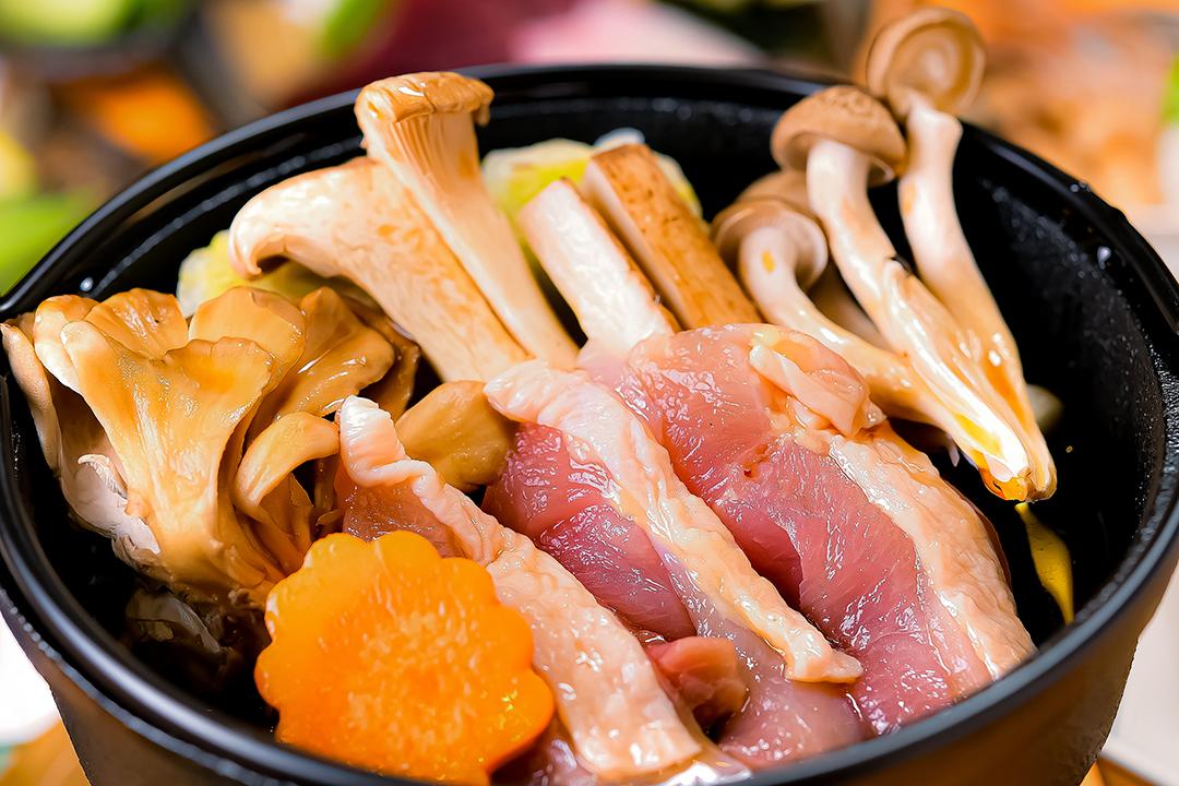 強肴 地鶏と旬菜のすき焼き