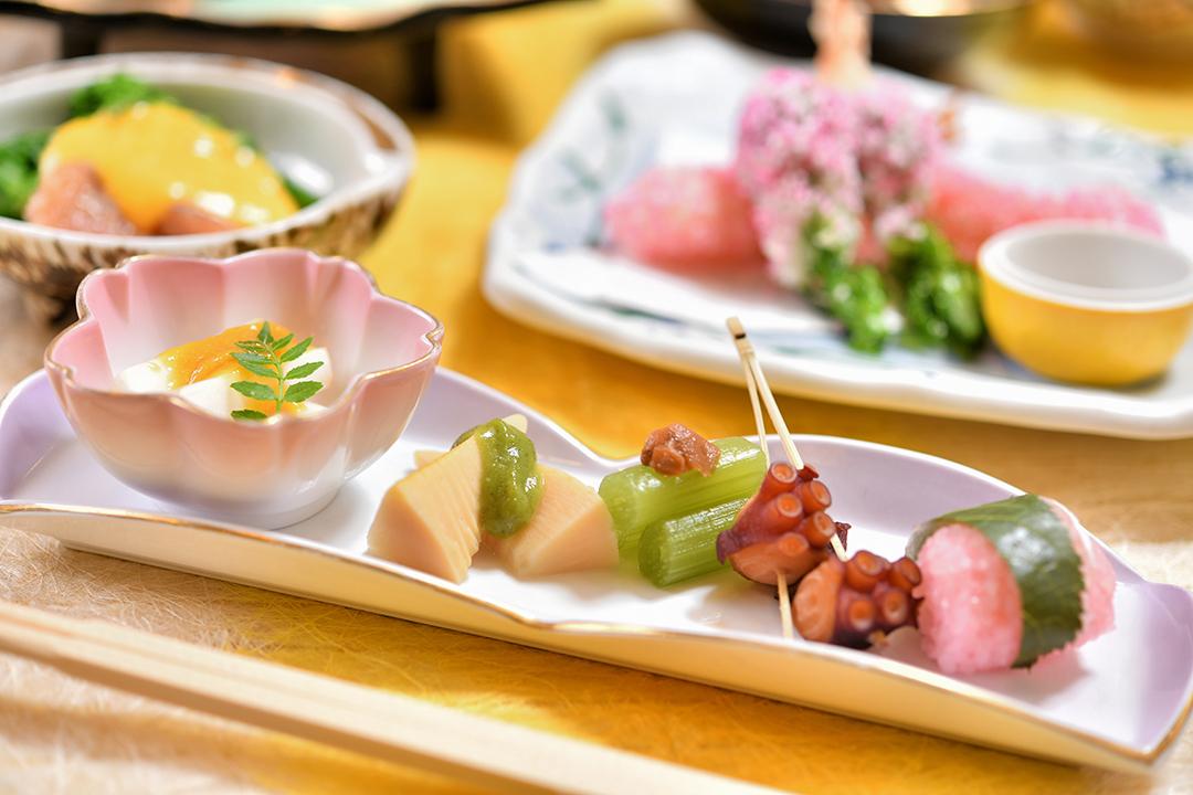 前菜 独活酢味噌・ふき梅煮・筍木の芽味噌・鯛桜蒸し・蛸桜煮